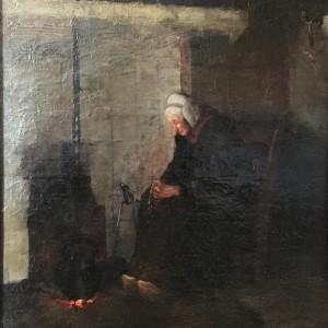 Boerin die voor de haard de rozenkrans bidt